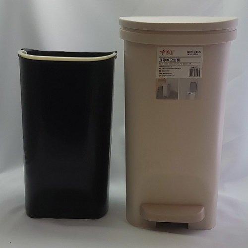 Plastic step dustbin